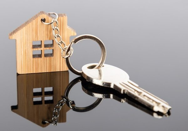 key house shaped wooden keychain 78790 77 600x417 - Домой